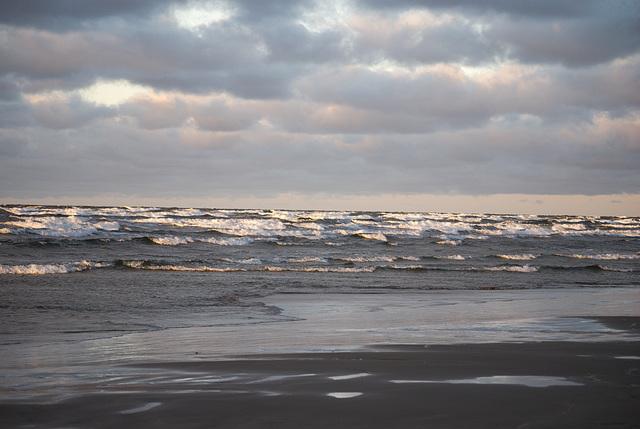Der nasse Sand und die Wellen