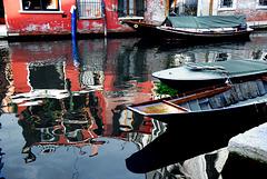 Boote im leuchtenden Spiegel
